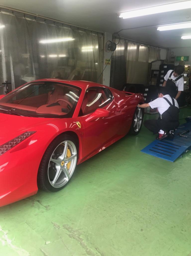 Ferrari 458 Spider タイヤ交換